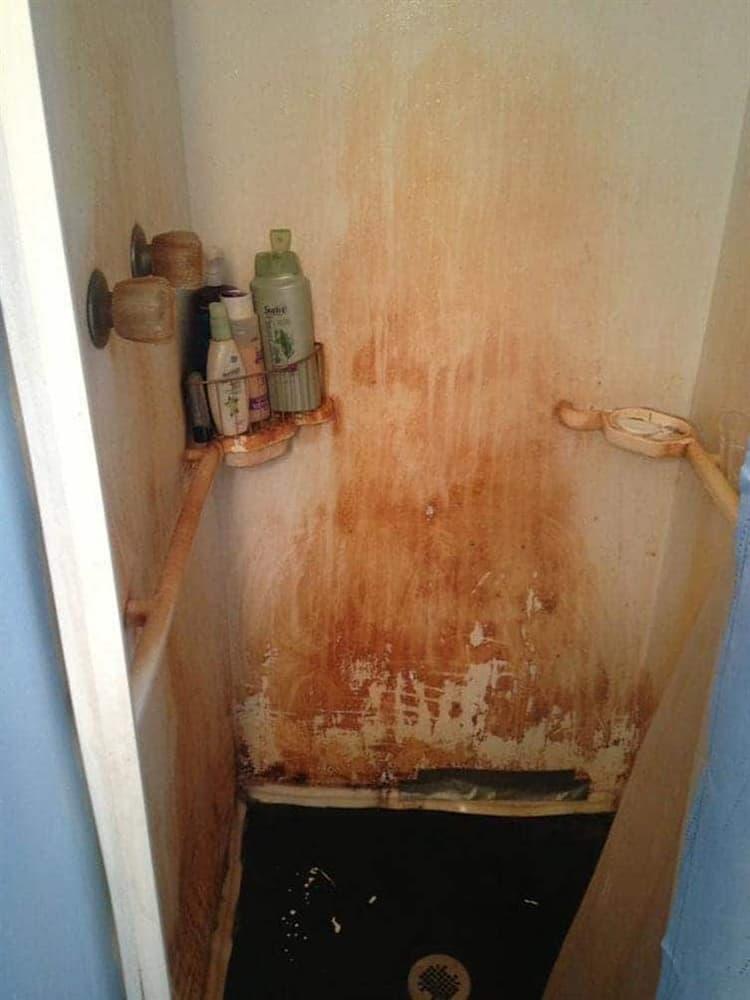 espeluznante-cuarto de baño-columna-escalofriante-fotos