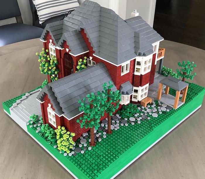 Réplica LEGO House Garden Rojo y Gris