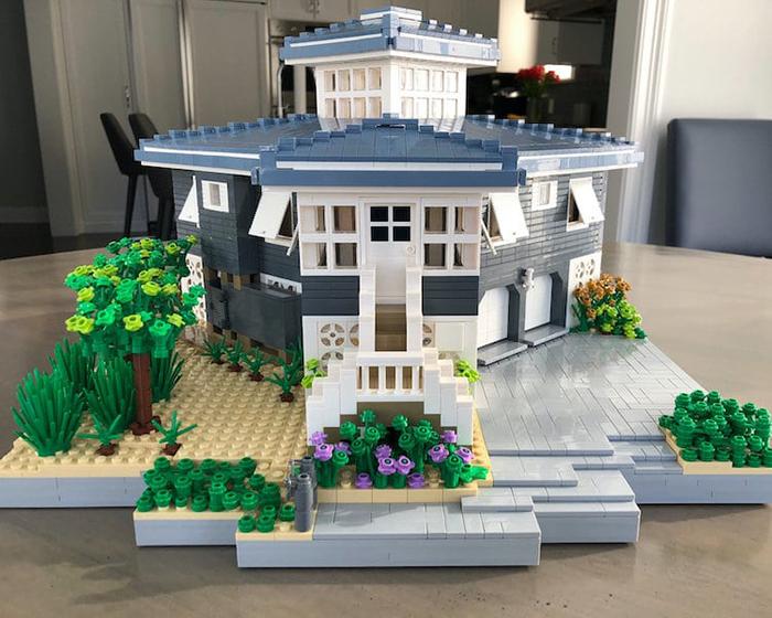 Réplica de la Casa Azul y Blanca con Casa LEGO