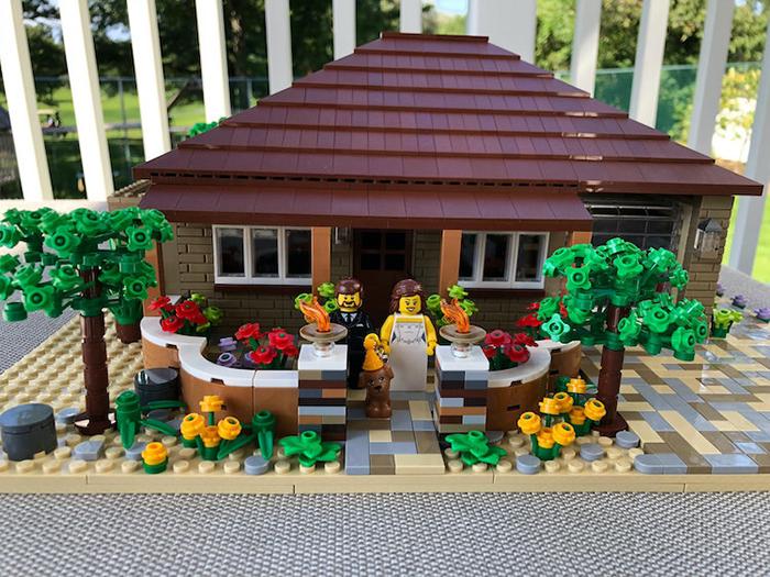 Casa modelo a escala LEGO para recién casados