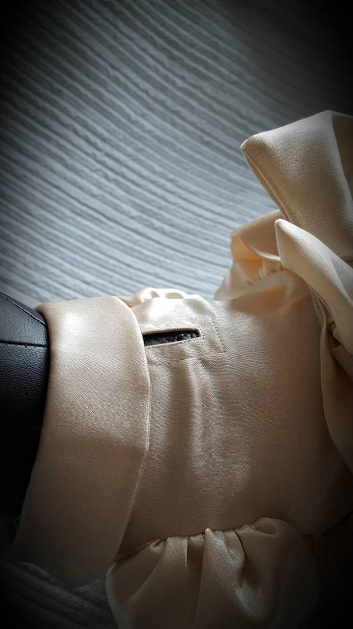 detalles de cuello en el vestido de sirena